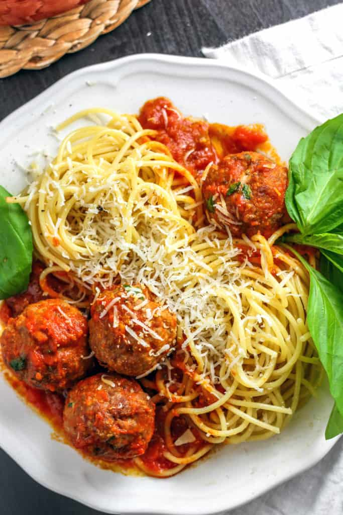 How to make meatballs for spaghetti in the oven for Baked pasta with meatballs and spinach