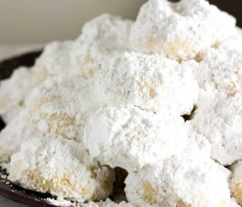 Kourabiedes - Greek Christmas Cookies
