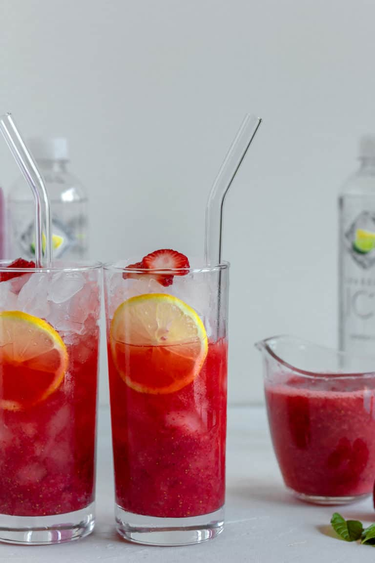 Skinny Sparkling Strawberry Vodka Cocktails