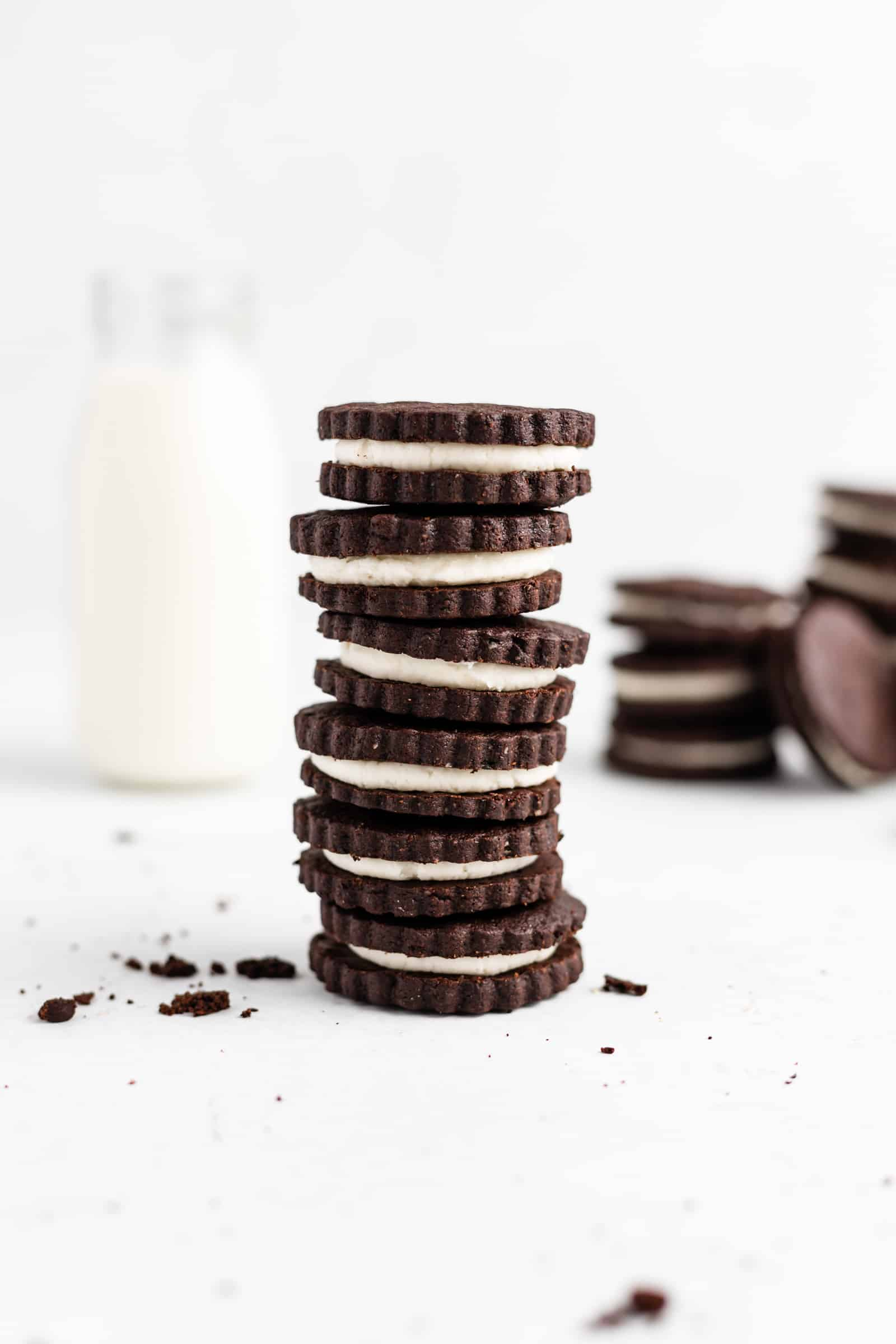 Easy and tasty recipe for homemade Oreos.