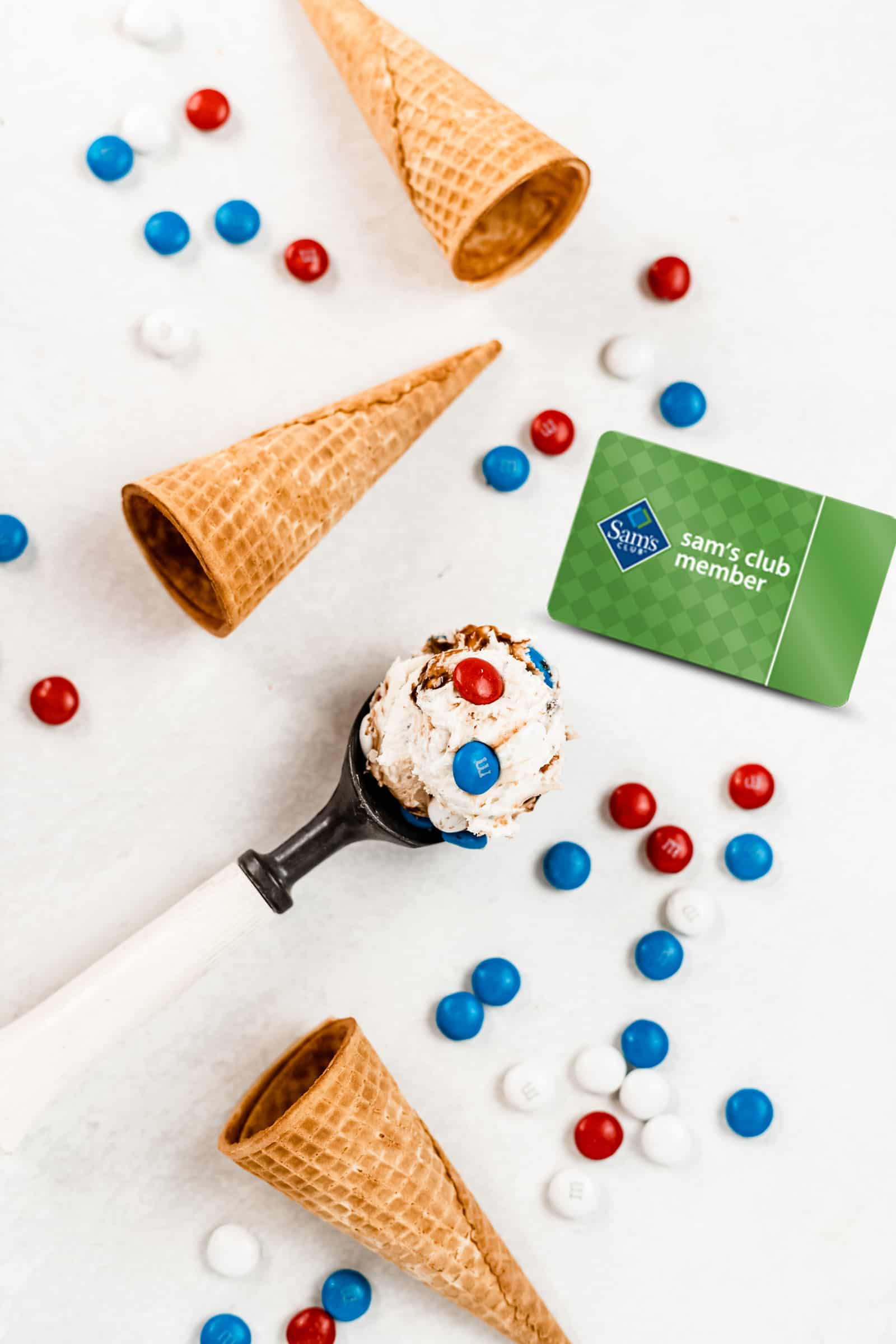 Creamy vanilla ice cream with fudgy chocolate swirls and milk chocolate M&M'S will be your new summer dessert! This No-Churn Fudge Ripple M&M Ice Cream is rich, smooth, and only takes a few minutes to prepare. #icecream #nochurnicecream #4thofjulyrecipe