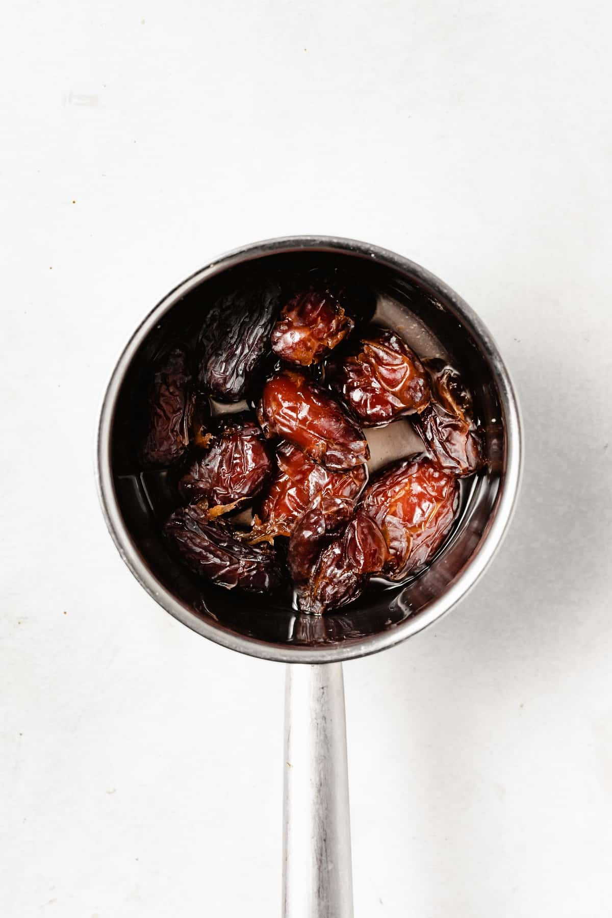 dates in pot