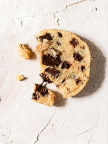 chocolate chip shortbread cookie