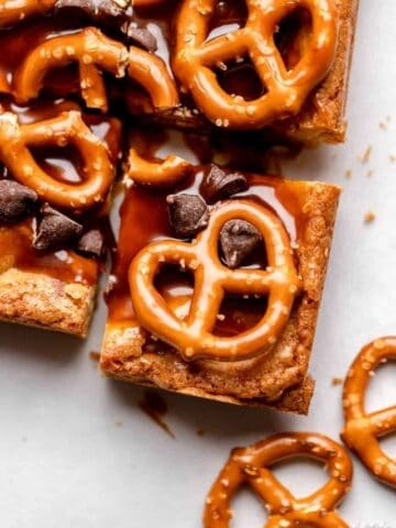 Blondie square with caramel sauce, mini pretzels, and chocolate chips.